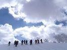 【北海道・旭川】雪の上をスイスイ歩いてみよう!スノーシューハイクの様子