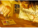【熊本県・ガラス工芸】初心者も楽しい!アクセサリー体験の様子