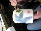 【山形県・陶芸体験】シンプルな柄からカラフルなものまで自由にデザイン!絵付け体験の様子