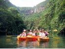 【沖縄・西表島】滝壺で泳げる!迫力満点ピナイサーラの滝 カヌー&トレッキング半日ショートツアーの様子