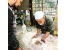 【岐阜県・多治見市】陶芸の魅力に迫る!土を練る作業から体験できる!の様子