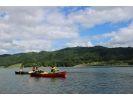 【青森県西目屋村】白神山地に囲まれて、ゆったり水上散策・カナディアンカヌーの様子
