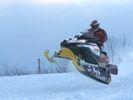 【北海道・登別】1人乗りスノーモービル体験(フリーコース)の様子