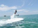 水圧で空を飛ぶ!フライボード/FLY BOARD【浜比嘉島内ムルク浜ビーチ】の様子