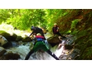 【長野・黒川渓谷】エメラルドグリーンの清流を満喫!シャワークライミング体験(1日コース)の様子