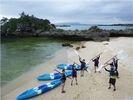【沖縄・恩納村西海岸・やんばる】シーカヤックで行く無人島上陸と洞窟探検の様子