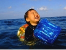 【沖縄・1組貸切】1歳のお子様からOK!家族で楽しむ青の洞窟ぷかぷかシュノーケル【シュノーケリング】の様子