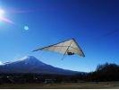 【富士山を眺めながら】トーイングハンググライダーの様子