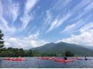【福島・裏磐梯】3歳から参加OK!しぶきを浴びて楽しもう!小野川湖スプラッシュレイクカヌーの様子