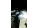 【滋賀・琵琶湖】LED照明の中を楽しむ!ナイトサーフィン体験プランの様子