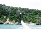【沖縄・うるま市・浜比嘉島】水圧で空飛ぶボード!ホバーボード/HOVERBOARDの様子