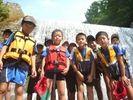 【福島・裏磐梯】4歳から参加OK!家族で楽しむ夏の川遊び!高森川ウォーターハンティングの様子