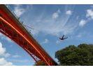 【北海道・日高】川に向かってジャンプ!ブリッジスウィング体験の様子