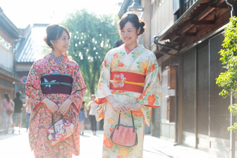 ศ. Sawa กิโมโนเช่า Kokoroyui (ที่นี่ Yui) แนะนำ