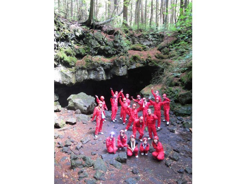 ケイビング(洞窟探検)動画の画像