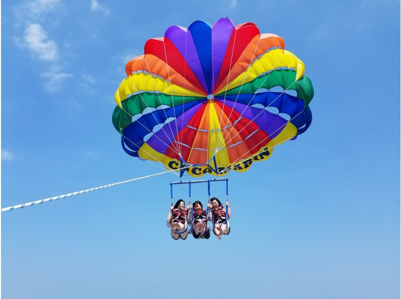 okinawa ginowan feel the okinawa sky in the mood became a bird in the whole body parasailing adventure course height 150m