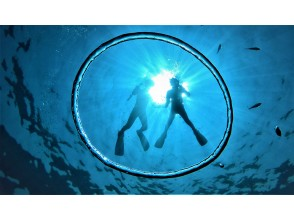 [冲绳蓝洞浮潜]评价★可当日预订★gopro Photo动画当场免费转移到您的智能手机♪喂食,免费穿凉鞋