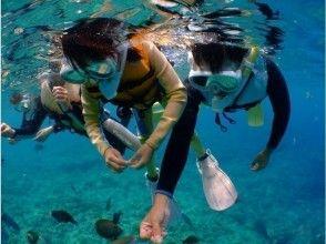 【沖縄・恩納村】美ら海シュノーケル&熱帯魚と青の洞窟満喫ツアー 写真・動画その場でプレゼント♪
