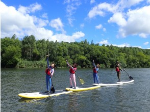[Hokkaido /Niseko] SUP river down in the great outdoors ♪ Enjoy various spectacular scenery spreading in front of you!