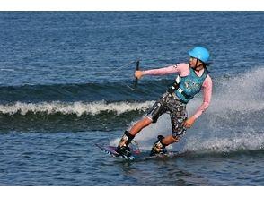 【福岡・博多湾】雁の巣ビーチでウェイクボード体験(初心者~上級者レベル・目的別レッスン)の画像