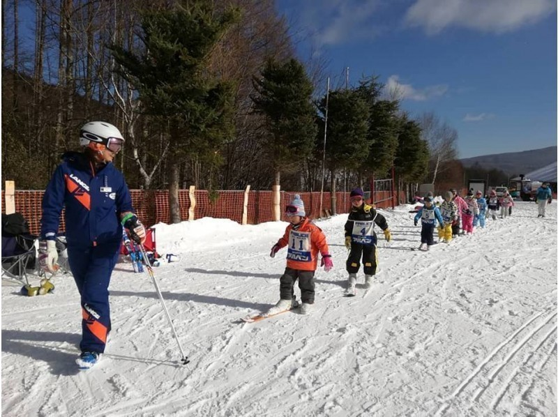 【 Nagano · Shirakabako Lake】 Ski Kinder lesson ★ Snowy mountain debut with a School for kids from 4 years old to 6 years old ♪の紹介画像