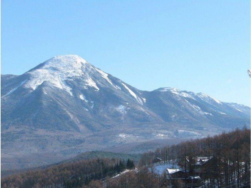 "【 Nagano · Shirakabako Lake】 Dance a slope like a butterfly ♪ ""Walkable ski"" telemark lesson!の紹介画像"