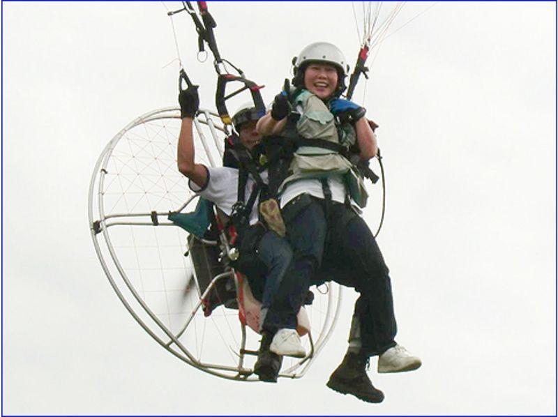 【秋田・秋田市/男鹿市】秋田では当スクールだけ!モーターパラグライダー2人乗り体験の紹介画像