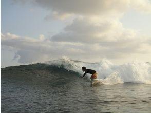 【沖縄・沖縄その他離島】経験豊富のオーナーが案内します!サーフィン体験!の画像