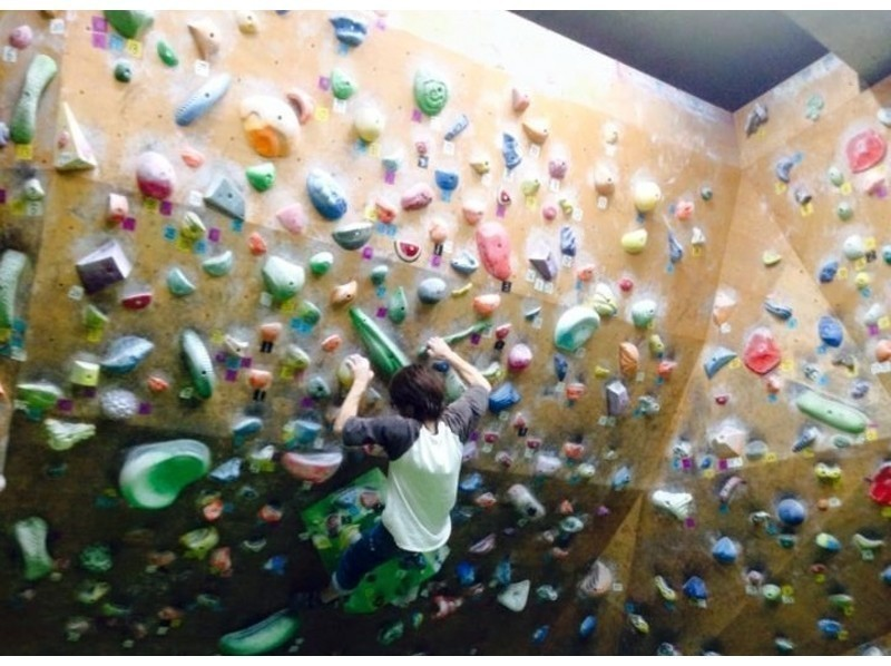 [Osaka Tenjinbashisuji 6chome]Bouldering anytime for 3 hours! (Includes beginner training and various Rental)