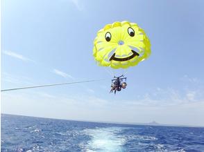 [Okinawa Prefecture Kunigami-gun] sky of fluffy !! parasailing image
