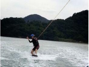 【広島・竹原】瀬戸内海でウェイクボード体験(初心者コース)の画像