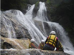 【栃木・日光】北斎と霧降滝シャワーウォーキング体験(軽食付き)