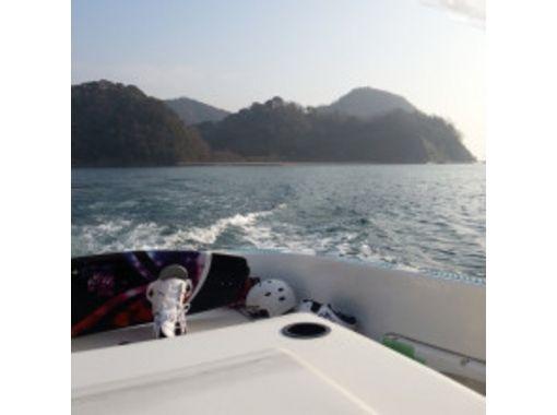 【広島・竹原】瀬戸内海で波乗り!ウェイクサーフィンを楽しもう(1本15分~)