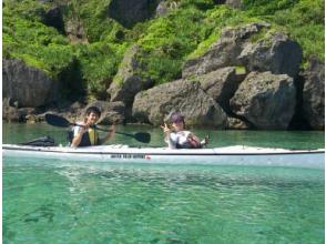 【沖縄・恩納村】人気のビーチエリアで沖縄の大自然を120%満喫!カヤックツーリング1日体験の画像