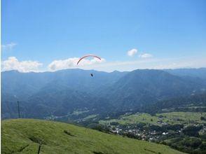 【長野・北アルプス】空の上から森を眺める!小谷村でパラグライダー体験(タンデムフライトコース)の画像