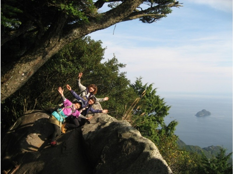 [Mie Kumano] Overlooking the superb view! 'Kumano Kodo Magoshi Pass Eco Tour' walking on a cobblestone road registered as Tengukurayama & World Heritage (6.5 km walking distance, suitable for healthy feet)