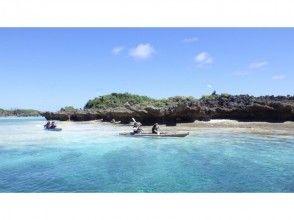 【与論島】イチオシ!シーカヤックで無人島上陸!カクレクマノミを見よう!(百合ヶ浜ツアーも選択可能!)の画像