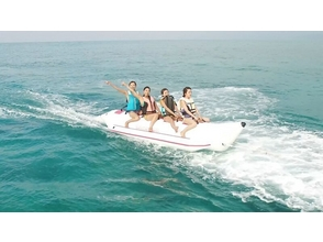 [Okinawa Kouri Island] thrilling! Exhilarating in the banana boat! Image of