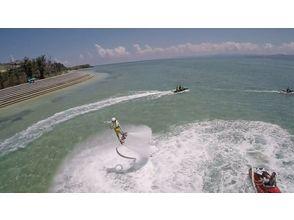 【沖縄・古宇利島】初めての浮遊感!今話題のフライボードの画像