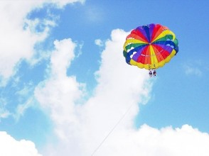 【沖縄・本部・瀬底島】海の上を空中散歩パラセーリング!