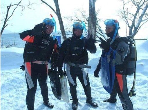 [Hokkaido Lake Shikotsu] Ice lake experience Diving ・ To the fantastic winter Lake Shikotsu ・ Tour photo &Hot spring Sale ticket includedの紹介画像