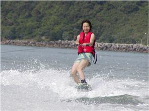 【 岛根 ·滨田】海洋版滑雪板! 花式滑水板体验(20分钟)