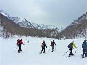 [กุมมะ, Minakami] ทัวร์ครึ่งวันกิจกรรมเดินหิมะ(Snowshoes)สำรวจโลกสีเงินของ Minakami! นักเรียนระดับประถมศึกษาอายุ 70 ปีตกลง