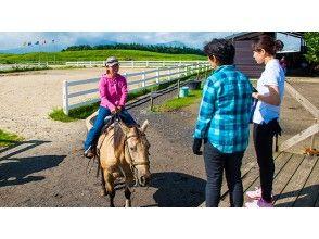 【熊本・阿蘇】見渡す限り草原の中で乗馬体験を!ワイルドウエストコース(約30分)の画像