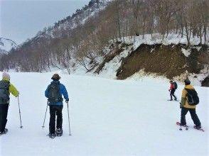 [กุมมะ, Minakami] ทัวร์กิจกรรมเดินหิมะ(Snowshoes)1 วันสำรวจโลกสีเงินของ Minakami! โรงเรียนประถมศึกษาอายุ 70 ปีตกลงด้วยอาหารกลางวัน