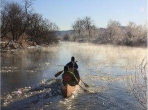 【北海道・釧路川】雪と氷が作る、冬ならではの湿原を堪能!冬の釧路川のカヌーツアーの画像