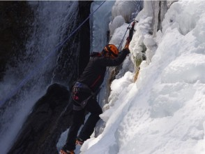 【Tochigi / Nikko】 Even if you are a first-time person, feel free to experience it! Ice climbing adventure 【beginner OK! · Free pick up transfer] image