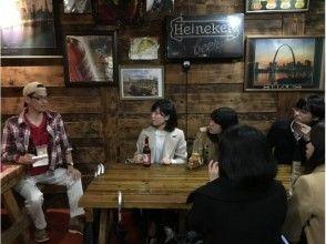 【沖縄・コザ】ディープすぎるコザの世界!夕暮れの街歩きナイトツアー!【ガイドツアー】