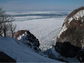 【北海道・知床】壮大な知床連山のパノラマを!フレペの滝スノーシューツアー【送迎あり】の画像