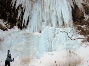 【北海道・網走】毎年姿を変える氷瀑は圧巻!網走氷瀑流氷スノーシューツアー【送迎あり】の画像